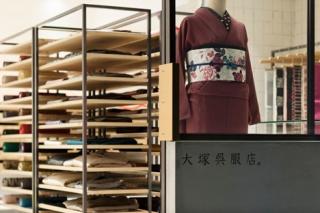 dezeen_OtsukaGofukuten-kimono-store-by-Yusuke-Seki_2